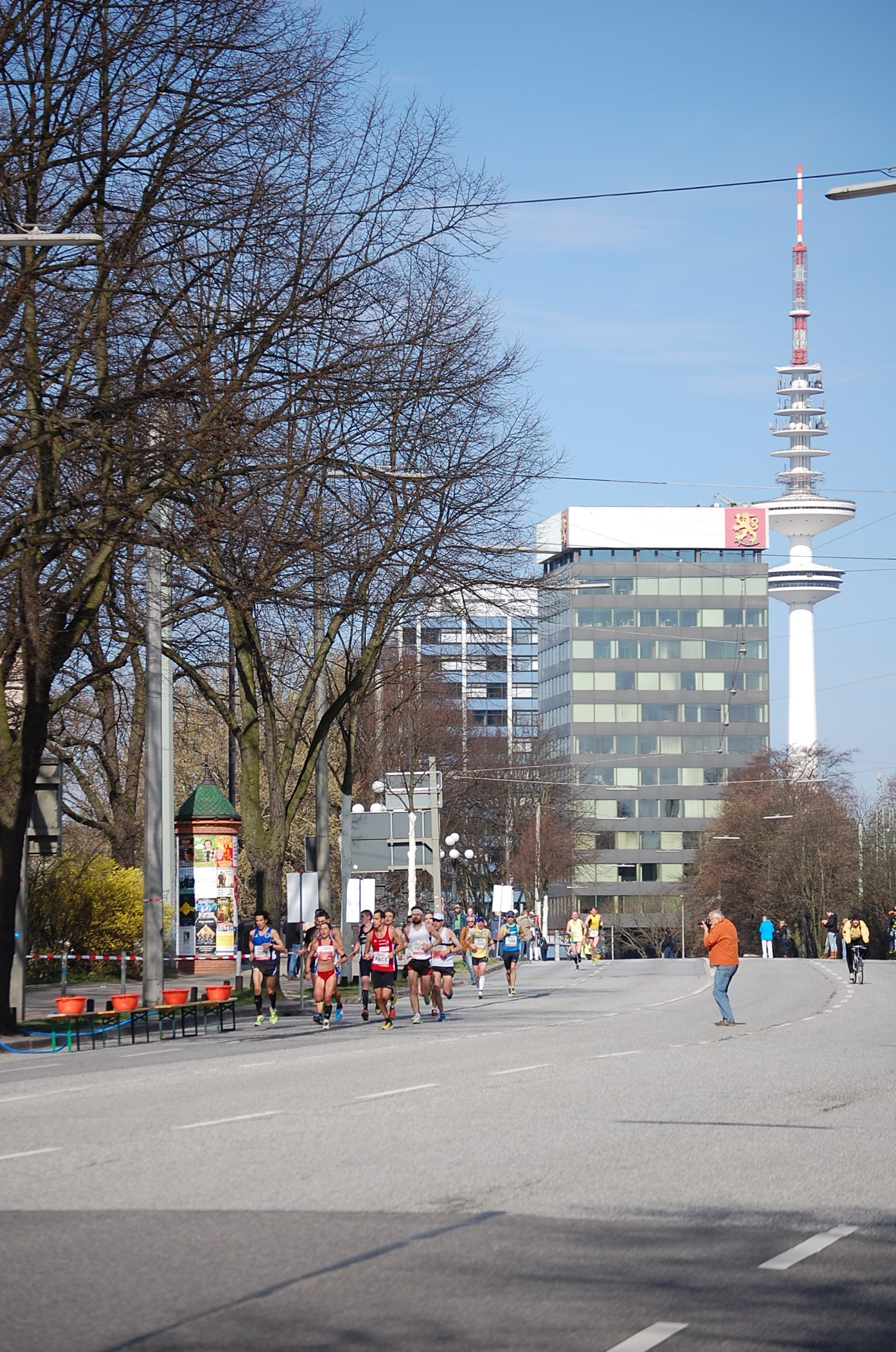 28. haspa Marathon Hamburg: erste Frau Hamburger Meisterschaft  hinter der Lombardsbrücke, km 17,2